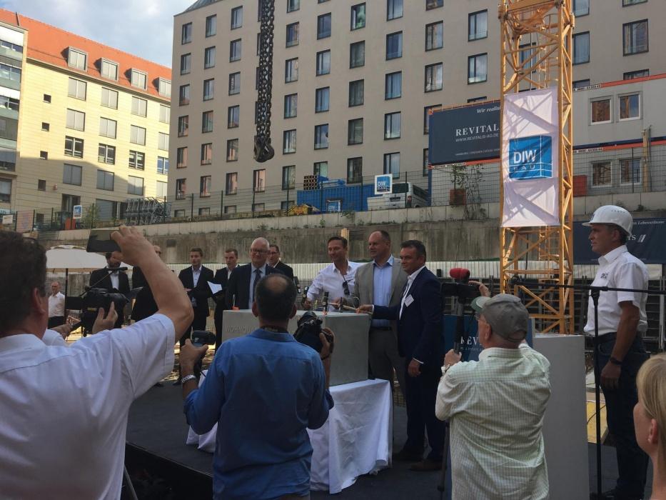 """Grundsteinlegung """"Wohnquartier am Altmarkt"""" in Dresden – Objektüberwachung durch hpm"""