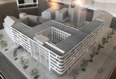 Modell des Büro- und Geschäftskomplexes mit Hotel