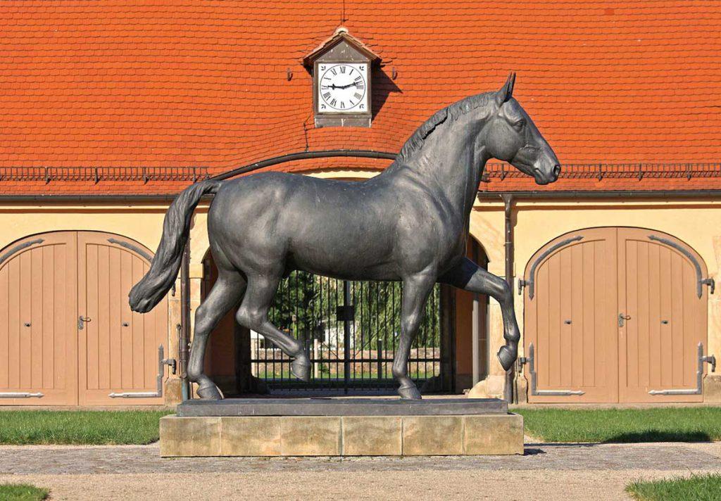 Bronzestatue Elton im Landgestüt Moritzburg