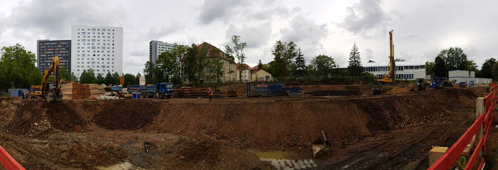 REWE-Haus, Panoramablick auf die Baustelle von der Münchner Straße (Foto: hpm)