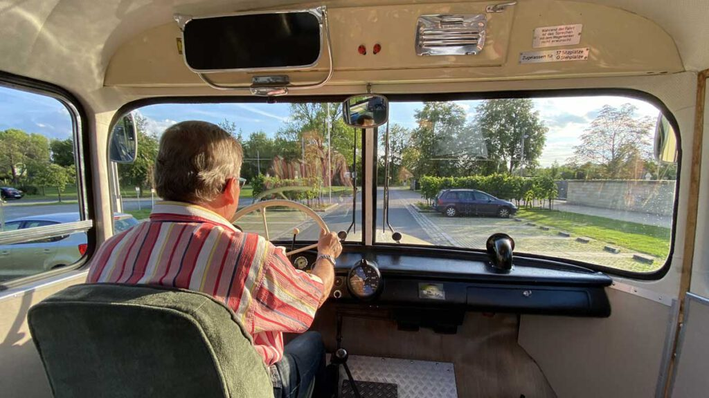 Fahrerblick aus dem Saurer-Bus Baujahr 1960