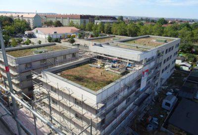 """Blick auf die Baustelle der vier Hofhäuser im Innenhof des """"Quartiers am Friedenseck"""", Foto: hpm Henkel Projektmanagement GmbH"""