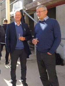 Thilo Schenk, Geschäftsführer des Generalplaners B.I.S. GmbH (li) und Peter Gautsch, Geschäftsführer des Generalunternehmers Hoch- und Tiefbau Dresden GmbH & Co. KG